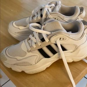 Barely worn adidas women's size 6 gym shoes